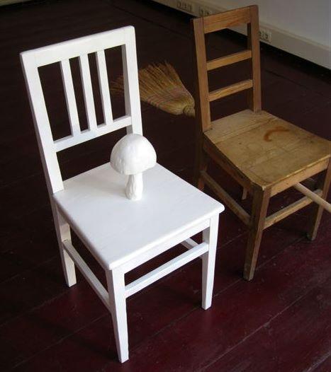 Kodritsch object blanc (weisser Stuhl mit Pilz)